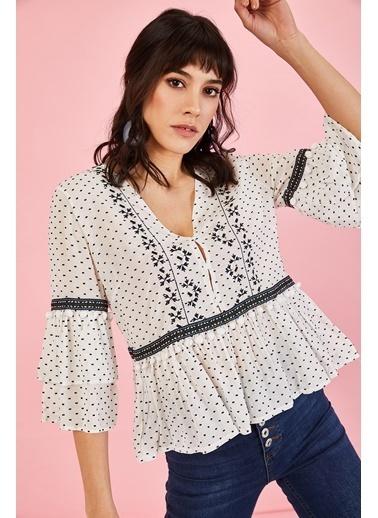 ESQ Beyaz Ponpon Detay Bluz Beyaz